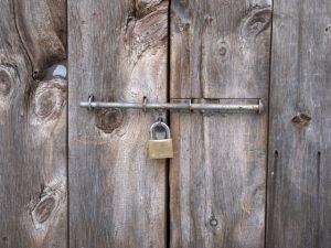 鍵の掛かった扉